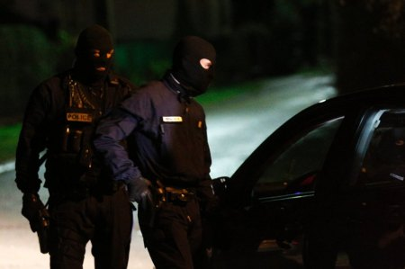 Police hunt for Charlie Hebdo suspects
